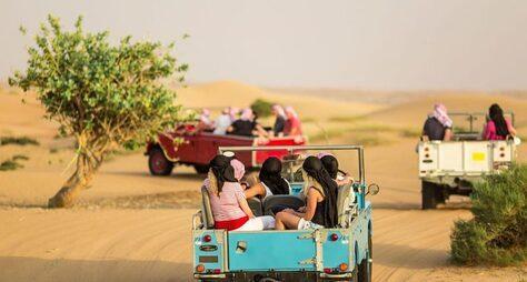 Сафари наретро-джипах изДубая