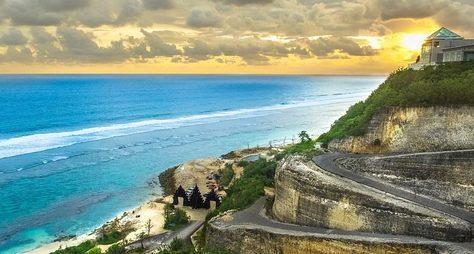 Пляжи южного Бали, храм Улувату иогненный танец Кечак